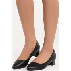 Czarne Czółenka Secret Recipe. Czarne buty ślubne damskie Born2be, na niskim obcasie, na słupku. Za 59,99 zł.