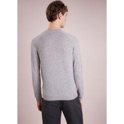 Swetry klasyczne męskie: FTC Cashmere Sweter opal grey