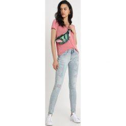 GStar LYNN DMID SUPER SKINNY WMN Jeans Skinny Fit lt aged painted restored. Niebieskie boyfriendy damskie G-Star, z bawełny. Za 609,00 zł.