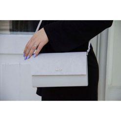 Błękitna damska kopertówka Felice A mat/plusz OLIVIA. Niebieskie puzderka Felice, w paski, ze skóry, eleganckie, małe, matowe. Za 59,90 zł.