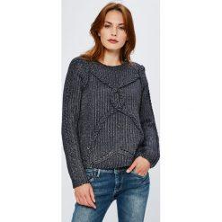 Guess Jeans - Sweter. Szare swetry klasyczne damskie Guess Jeans, l, z dzianiny, z okrągłym kołnierzem. Za 399,90 zł.