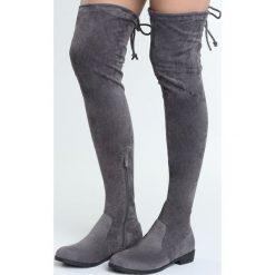 Szare Kozaki Repeat. Szare buty zimowe damskie marki Born2be, na płaskiej podeszwie. Za 99,99 zł.