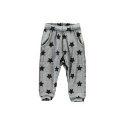 Name it Spodnie Lami dark grey melange. Szare spodnie chłopięce marki Name it, z bawełny. Za 74,00 zł.