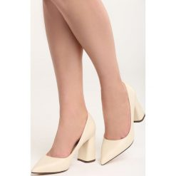 Beżowe Czółenka Night With Me. Brązowe buty ślubne damskie Born2be, ze szpiczastym noskiem. Za 79,99 zł.