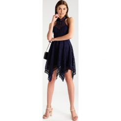 Sukienki hiszpanki: Love Triangle AMELIE ASYMMETRIC DRESS Sukienka koktajlowa navy
