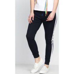Spodnie dresowe damskie: Granatowe Spodnie Dresowe Right Now
