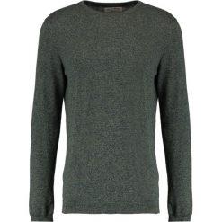 Swetry klasyczne męskie: TOM TAILOR DENIM GRINDLE BASIC PLUS CREWNECK Sweter oak leaf green
