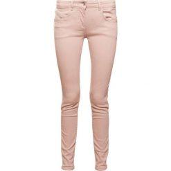 Patrizia Pepe Jeansy Slim Fit simply beige. Brązowe jeansy damskie marki Patrizia Pepe, z bawełny. W wyprzedaży za 389,40 zł.