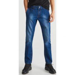 Jeansy regular fit - Granatowy. Białe jeansy męskie regular marki Reserved, l. Za 129,99 zł.