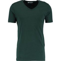 T-shirty męskie: Samsøe & Samsøe MARIAN VNECK Tshirt basic darkest spruce