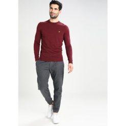 Swetry klasyczne męskie: Lyle & Scott CREW Sweter bordeaux