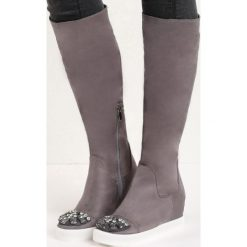 Szare Kozaki Diamond Eyes. Czarne buty zimowe damskie marki Kazar, z futra, przed kolano, na wysokim obcasie, na koturnie. Za 74,99 zł.