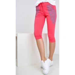 Spodnie dresowe damskie: Dresowe bermudy z kontrastowymi paskami