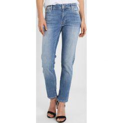 Mustang SISSY SOFT PERFECT Jeansy Slim Fit strong bleach. Niebieskie jeansy damskie marki Mustang, z aplikacjami, z bawełny. Za 389,00 zł.