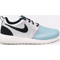 Nike Sportswear - Buty. Szare buty sportowe damskie Nike Sportswear, z gumy. W wyprzedaży za 239,90 zł.