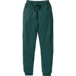 Spodnie dresowe Slim Fit bonprix niebieskozielony. Zielone rurki męskie marki bonprix, w kropki, z kopertowym dekoltem, kopertowe. Za 79,99 zł.