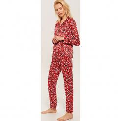 Dwuczęściowa piżama Mickey Mouse - Czerwony. Czarne piżamy damskie marki KIPSTA, z poliesteru, do piłki nożnej. Za 119,99 zł.