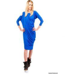 Sukienka damska Yasmine Look kobaltowa. Niebieskie sukienki asymetryczne Pakamera, z dżerseju, z asymetrycznym kołnierzem, midi. Za 199,00 zł.