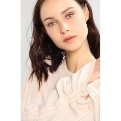 Swetry klasyczne damskie: AllSaints ERO Sweter almond pink marl