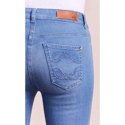 Patrizia Pepe Jeans Skinny Fit lightbluedenim. Niebieskie boyfriendy damskie Patrizia Pepe. W wyprzedaży za 583,20 zł.