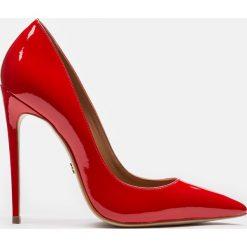 Czerwone czółenka damskie. Czerwone buty ślubne damskie Kazar, z lakierowanej skóry, na wysokim obcasie, na szpilce. Za 469,00 zł.