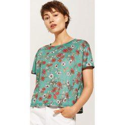 T-shirty damskie: T-shirt w kwiaty – Zielony