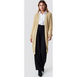 NA-KD Sweter z obniżonymi ramionami - Beige. Brązowe swetry klasyczne damskie NA-KD, ze splotem. Za 202,95 zł.