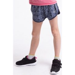 Spodenki sportowe dla małych dziewczynek JSKDTR300z - granatowy. Niebieskie buty sportowe dziewczęce marki 4F JUNIOR, na jesień, z dzianiny, sportowe. Za 19,99 zł.