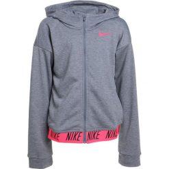 Nike Performance CORE STUDIO Bluza rozpinana carbon heather/racer pink. Czarne bluzy dziewczęce rozpinane marki Nike Performance, z bawełny. W wyprzedaży za 179,10 zł.