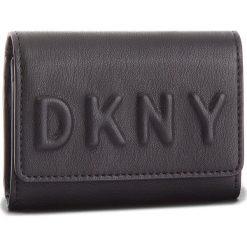 Portfele damskie: Mały Portfel Damski DKNY - Flap Card Casetilly Debossed Logo R82ZV503 Blk/Gold BGD