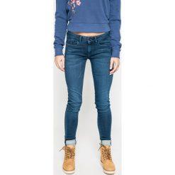 Pepe Jeans - Jeansy. Niebieskie jeansy damskie rurki Pepe Jeans, z bawełny, z obniżonym stanem. W wyprzedaży za 269,90 zł.