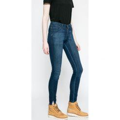 Wrangler - Jeansy Winter Night. Szare jeansy damskie marki Wrangler, na co dzień, m, z nadrukiem, casualowe, z okrągłym kołnierzem, mini, proste. W wyprzedaży za 219,90 zł.