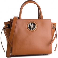 Torebka GUESS - HWVG7 18606 COG. Brązowe torebki klasyczne damskie marki Guess, z aplikacjami, ze skóry ekologicznej, zdobione. Za 649,00 zł.
