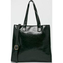Answear - Torebka. Czarne torebki klasyczne damskie ANSWEAR, w paski, z materiału, średnie. W wyprzedaży za 79,90 zł.