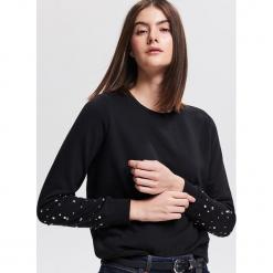 Bluza z aplikacjami - Czarny. Czarne bluzy damskie Reserved, l, z aplikacjami. Za 69,99 zł.