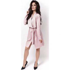 Odzież damska: Różowy Lekki Płaszczyk- Narzutka z Imitacji Zamszu z Paskiem