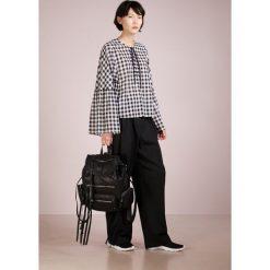 McQ Alexander McQueen Plecak black. Czarne plecaki męskie McQ Alexander McQueen. W wyprzedaży za 839,30 zł.