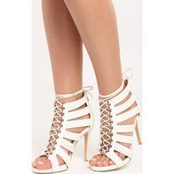 Białe Sandały Bea. Białe sandały damskie marki vices, na wysokim obcasie. Za 24,99 zł.