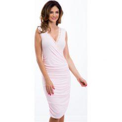 Jasnoróżowa sukienka z zakładanym dekoltem 3513. Szare sukienki Fasardi, s. Za 47,20 zł.