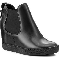 Botki CARINII - B3918/O E50-000-PSK-B88. Czarne buty zimowe damskie Carinii, z materiału. W wyprzedaży za 279,00 zł.