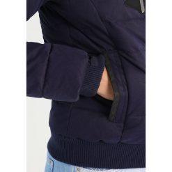 Superdry Kurtka zimowa navy. Niebieskie kurtki damskie zimowe Superdry, xl, z bawełny. W wyprzedaży za 426,30 zł.