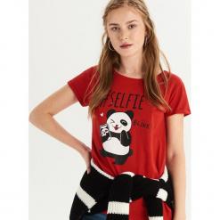 T-shirt z pandą - Czerwony. Czerwone t-shirty damskie marki Sinsay, l. Za 19,99 zł.
