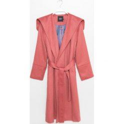 Płaszcz. Czerwone płaszcze damskie zimowe marki Cropp, l. Za 599,90 zł.