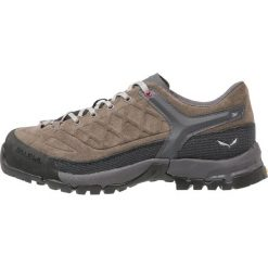 Salewa TREKTAIL Obuwie hikingowe falcon/red onion. Szare buty trekkingowe damskie Salewa, z gumy, outdoorowe. W wyprzedaży za 329,45 zł.