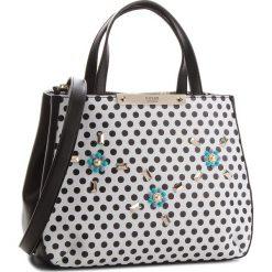 Torebka GUESS - HWPD66 93050 PKD. Białe torebki klasyczne damskie Guess, z aplikacjami, ze skóry ekologicznej. Za 649,00 zł.