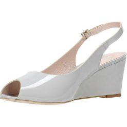 Sandały AURELIA. Białe sandały trekkingowe damskie marki Coqui, na wysokim obcasie. Za 219,90 zł.