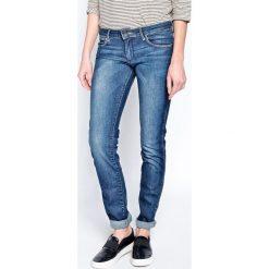Wrangler - Jeansy Courtney. Szare jeansy damskie rurki marki Wrangler, na co dzień, m, z nadrukiem, casualowe, z okrągłym kołnierzem, mini, proste. W wyprzedaży za 269,90 zł.