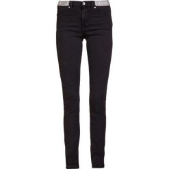 2nd Day JOLIE COAL LOGO Jeans Skinny Fit dark stone wash. Czarne boyfriendy damskie 2nd Day, z bawełny. Za 459,00 zł.