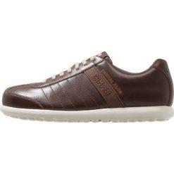 Camper PELOTAS XL Sznurowane obuwie sportowe medium brown. Brązowe buty skate męskie Camper, z materiału, na sznurówki. Za 629,00 zł.