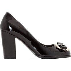 Czółenka: Czółenka lakierowane na szeroką stopę 38-45